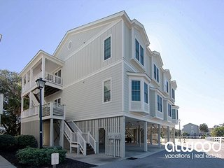 The Retreat 7A-Updated Condo w/ Ocean Views/Free Pool Access/Minutes to Beach