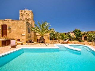 Zebbug Villa Sleeps 4 with Pool - 5813775