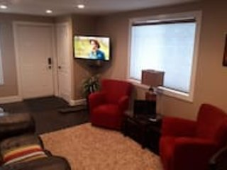 EaziRose Basement Suite with Separate Entrance, holiday rental in Fort McMurray