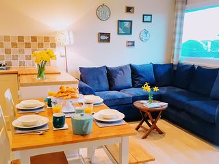 No 54 - A comfortable modern dog friendly lodge; metres from the beach
