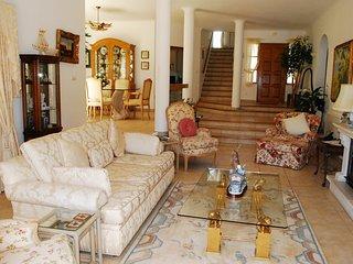 Estombar Villa Sleeps 6 with Pool Air Con and WiFi - 5823806
