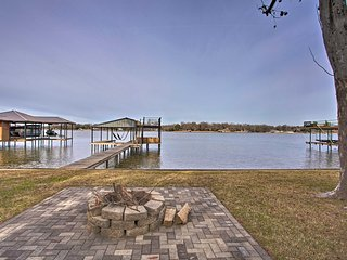 NEW! Malakoff Retreat w/ Dock on Cedar Creek Lake!