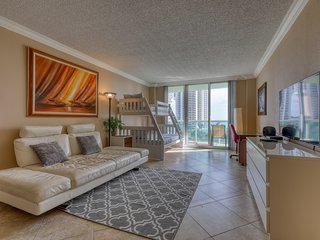 Modern Condo w/ shared pool, tennis courts, & balcony w/ a view!
