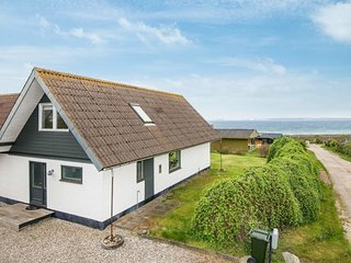 Skodshoved Strand Holiday Home Sleeps 6 with WiFi - 5794748