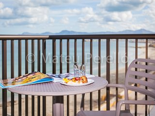 F3B: 2 bedroom beachfront apartment with views