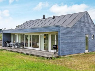 Bratbjerg Holiday Home Sleeps 6 with WiFi - 5042915