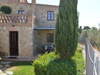 Casa con giardino privato nelle Crete Senesi