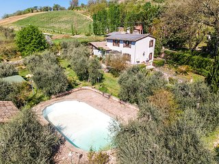 House with air conditioning, private pool 90km northern Rome. 3km from village