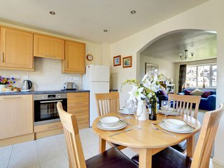 Appledore Holiday Home Sleeps 4 with WiFi - 5083936