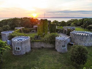 Clevedon Chateau Sleeps 16 with Pool - 5217607