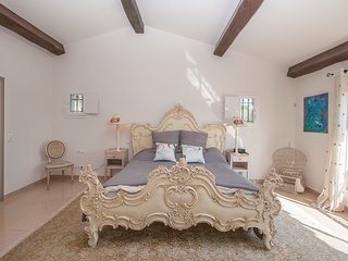 JdV Holidays Villa Wisteria, beautifully appointed, peaceful location nr village
