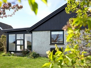 Arsdale Holiday Home Sleeps 5 with WiFi - 5794495