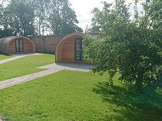 Ash, The Walled Garden Pods, casa vacanza a Uttoxeter