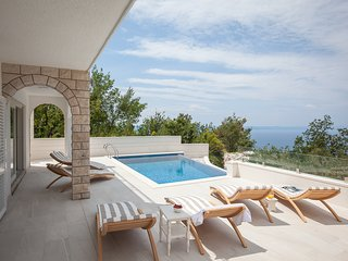 Gornji Tucepi Villa Sleeps 8 with Pool and Air Con - 5823561