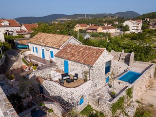 Durasevici Villa Sleeps 3 with Pool and Air Con - 5825651