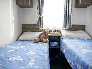 Hamworthy Holiday Home Sleeps 6 with Pool - 5817840