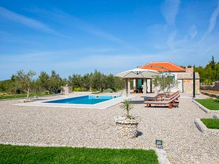 Kotisina Villa Sleeps 6 with Pool and Air Con - 5823567