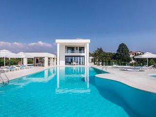 Nea Moudania Villa Sleeps 12 with Pool and Air Con - 5823544