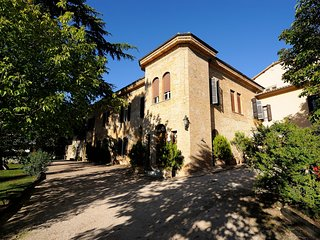 Bovara Chateau Sleeps 18 with Pool and Air Con - 5823255