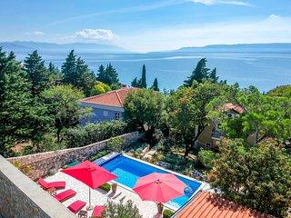 Novi Vinodolski Villa Sleeps 6 with Pool and Air Con - 5823251