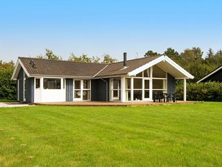 Begtrup Holiday Home Sleeps 6 with WiFi - 5027154