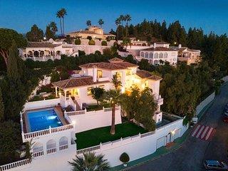 Fuengirola Villa Sleeps 14 with Pool Air Con and WiFi - 5824502