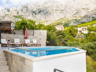 Makarska Villa Sleeps 8 with Pool and Air Con - 5823559