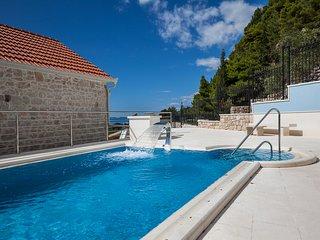 Krzanici Villa Sleeps 10 with Pool and Air Con - 5823554