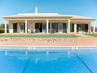 Benagil Villa Sleeps 6 with Pool and Air Con - 5823243