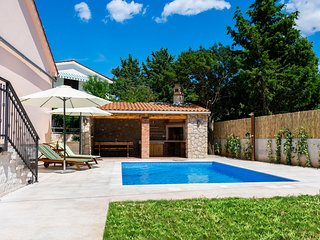 Pinezici Holiday Home Sleeps 6 with Pool Air Con and WiFi - 5823122