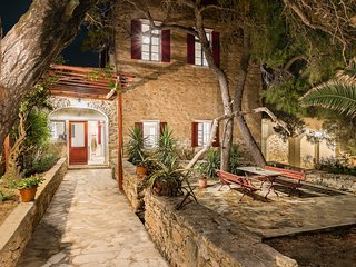 HISTORICAL VILLA IN SYROS