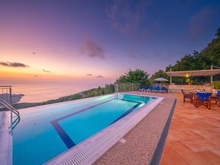 Defaranata Villa Sleeps 6 with Pool Air Con and WiFi - 5822387