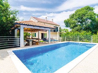 Zvinje Villa Sleeps 8 with Pool and Air Con - 5757163