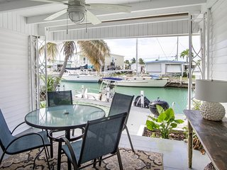 Reel Living 2bed/1bath Waterfront Beachy Cottage