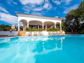 Luxury villa in Menorca-Pool with jacuzzi and Full aircon