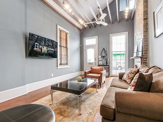 Hosteeva | 2BR Double Steps to St. Charles Ave.