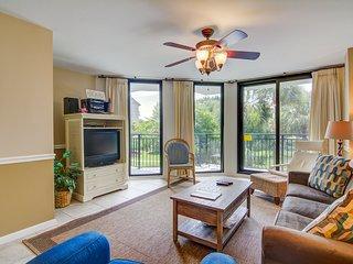 Beachfront villa w/ access to shared pool, beach, or golf, & w/shared gas grill
