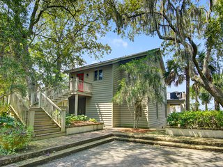 Stunning marsh front home w/ expansive views, great outdoor space & near beach!