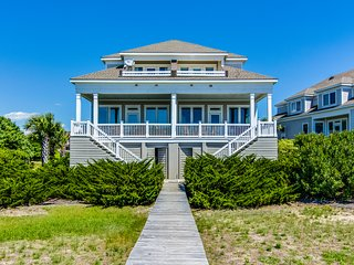Luxurious oceanfront house w/ free WiFi, private elevator, and beach views!