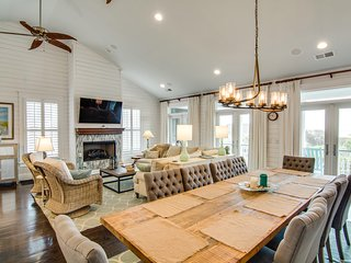 Stunning custom-built home w/private pool & pool table - walk to the beach!
