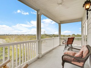 First-floor condo w/marsh views, shared pool, & a screened porch