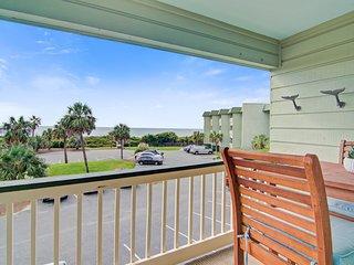 Central, modern villa w/ beautiful ocean views & community pool and grills!