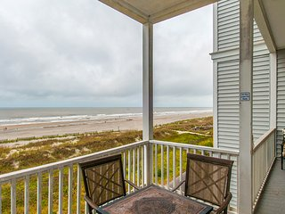 Second-floor villa with unobstructed ocean views - steps to beach/downtown!