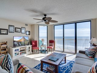 Oceanfront villa with incredible views, balcony & 2 community pools!