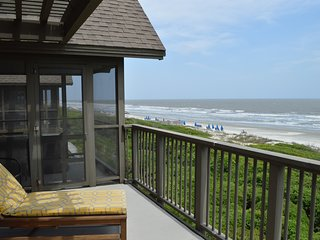 Second floor oceanfront villa w/screened porch, deck, & great views + Free WiFi!