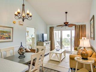 Fantastic villa with beach views, private deck, full kitchen, free WiFi!