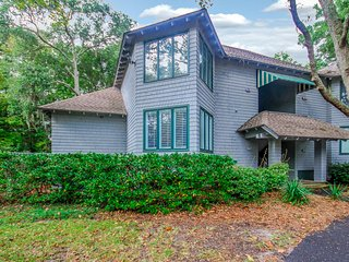 Villa w/ screened porch, ocean views, just across the street from the beach!