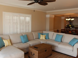 Beautiful villa w/ oceanfront views & pool access - walk to shops & dining