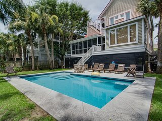 Lovely home w/ a private pool & rooftop deck w/ 360-degree views