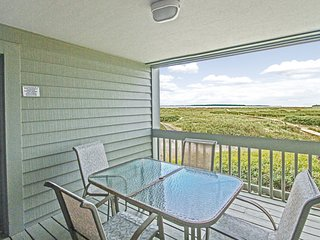 Beachy ground floor villa with ocean and inlet views - private dock access!